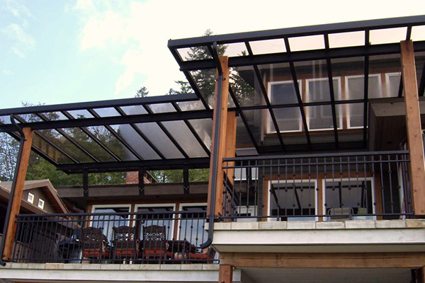 A Glass Patio Cover for a Cozy Outdoor Space